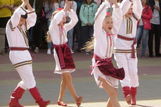 Не стій на місці! У центрі Хмельницького молодь зібралась на запальній «руханці»