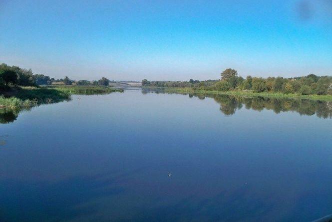Поблизу Меджибожа у річці тонула пенсіонерка. Жінку врятували