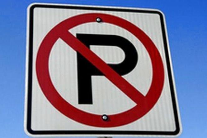 Владу просять розібратись з паркуваннями біля шкіл і садочків
