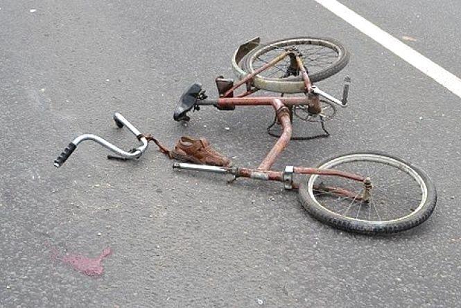 В Ізяславі легковик збив велосипедиста