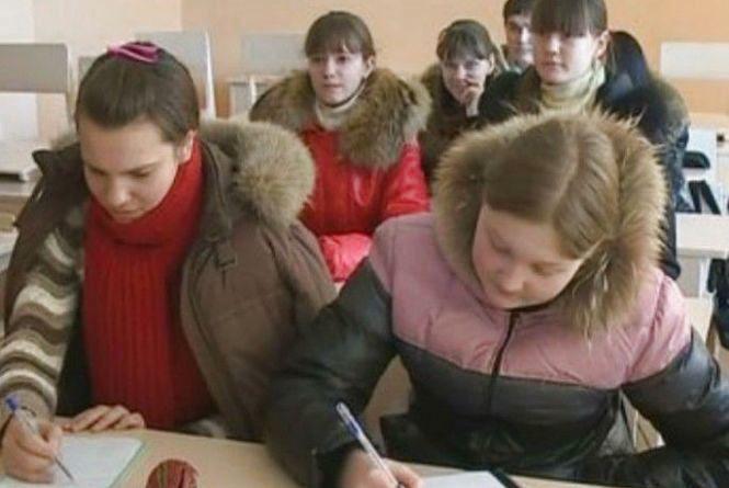 На уроці - в куртці: в хмельницьких школах мерзнуть діти