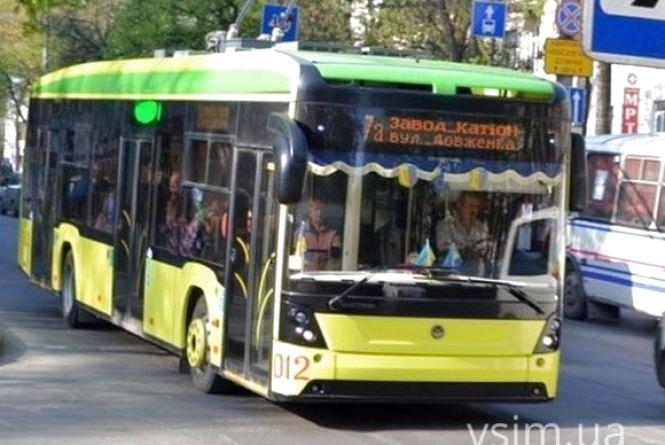 У нових тролейбусах вже розбивається скло на вікнах та дверях