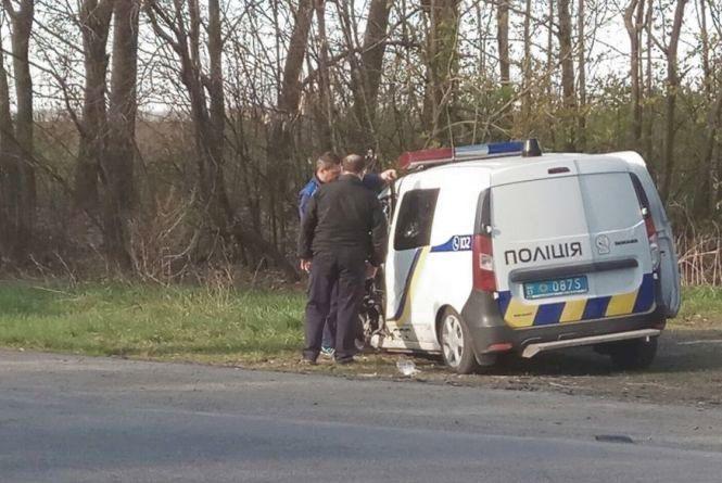 Поблизу Шепетівки поліцейські розбили службовий автомобіль (ВІДЕО)