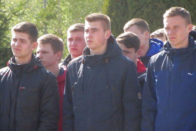 АК-74 і бронетранспортери: хмельницькі школярі на три дні стануть військовими