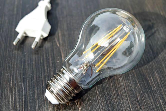 Де планують відключати світло у Хмельницькому 27 квітня
