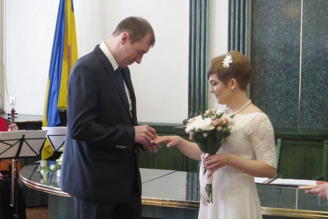 Три місяці залицянь і до шлюбу: хмельничани Сергій та Валентина одружились за добу