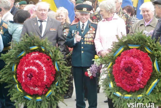 Хмельничани вшанували ветеранів війни і поклали квіти до «Вічного вогню»