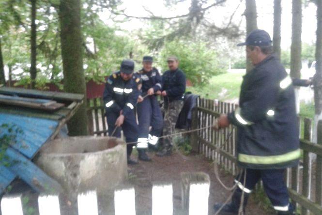 У Старосинявському районі знайшли труп жінки в колодязі