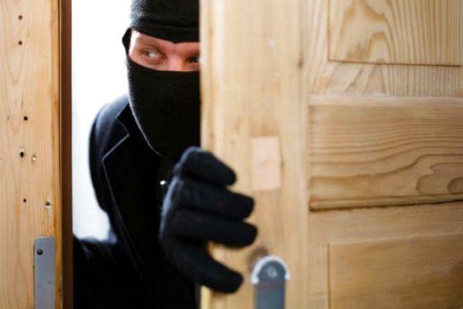 Із квартири у Раковому викрали 16 тисяч гривень