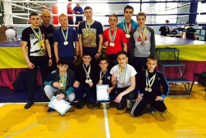 Кікбоксери Хмельниччини привезли з чемпіонату України 27 медалей