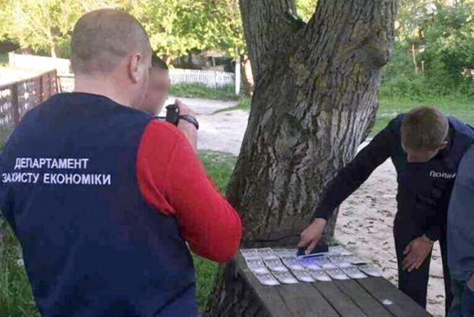 У Віньковецькому районі сільський голова вимагав хабар від учасника АТО
