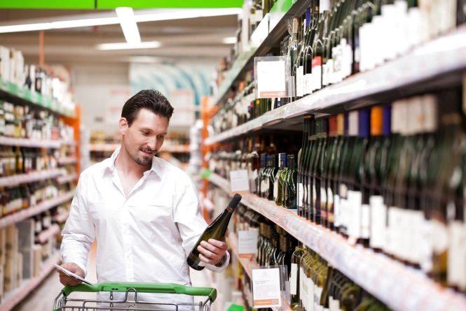 У 20 хмельницьких продавців алкоголю і сигарет забрали ліцензії
