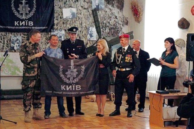 Гранатомети, каски і фото бійців: у Хмельницькому відкрили виставку, присвячену АТО