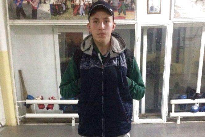 У Хмельницькому шукають 17-річного хлопця, який вийшов з дому і не повернувся