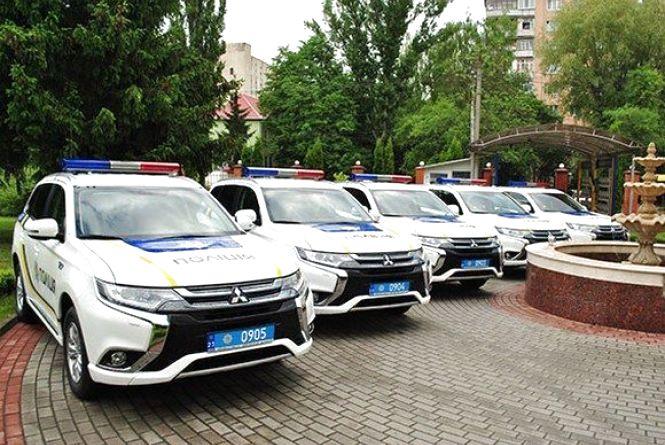 Поліція Хмельниччини отримала нові японські «Мitsubishi»