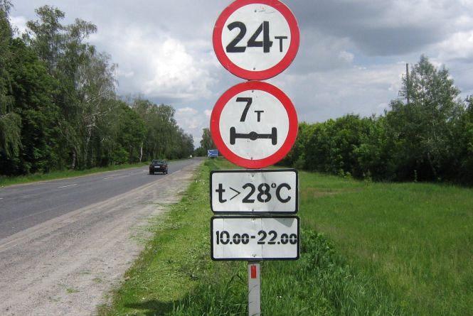 Вантажівкам обмежили рух дорогами Хмельниччини