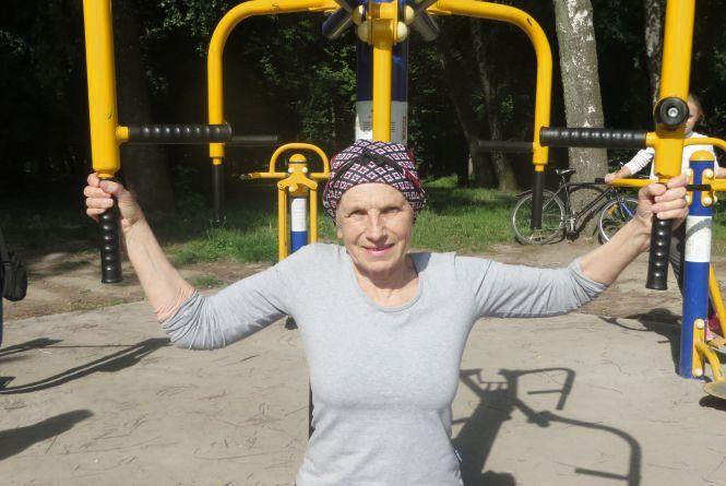 Так тримати! 71-річну Мальвіну Сівак розтяжка та віджимання врятували від хвороби