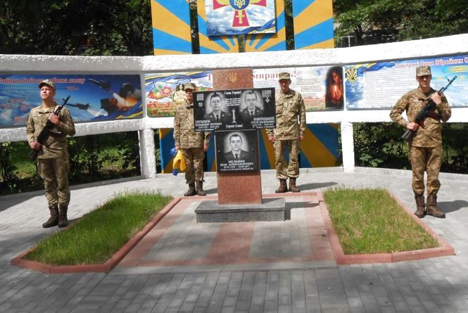"""На території """"безпілотного"""" полку відкрили алею пам'яті загиблим в зоні АТО військовим"""