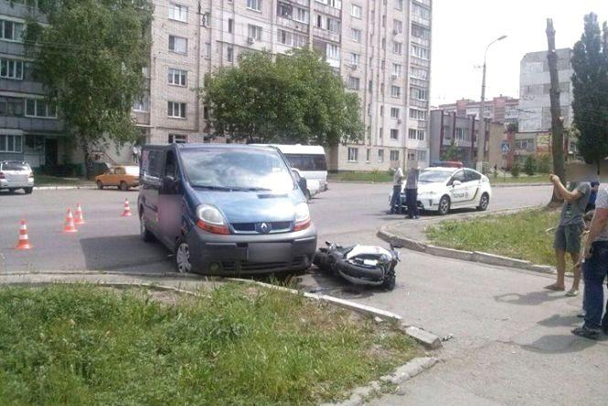 У Раковому «Renault» збив мотоцикліста