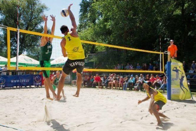 Хмельничани лідирують в чемпіонаті України з пляжного волейболу