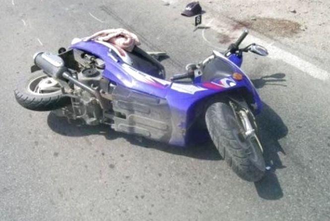 У Шепетівці «ВАЗ» врізався у скутер. Постраждала водійка