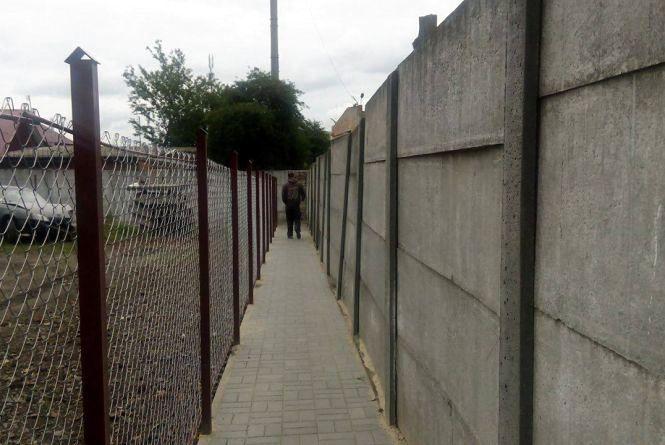 У жителів Храновського пішло 4 роки, щоб вибити в мерії пішохідну доріжку
