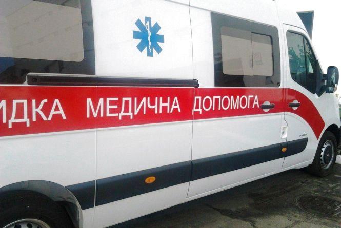 У Ярмолинецькому районі «ВАЗ» врізався в бетонну опору. Пасажир у лікарні