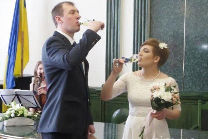 """У Хмельницькому вже 70 пар взяло """"шлюб за добу"""""""