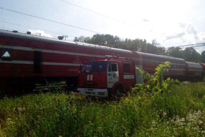 У Шепетівському районі задимілися 5 вагонів вантажного поїзда