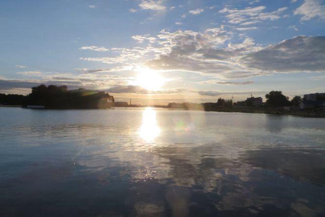 Вода у Південному Бузі смердюча і брудна. Екологи з'ясовують причину