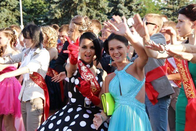 Школо, прощавай: коли хмельницькі школярі святкуватимуть випускні