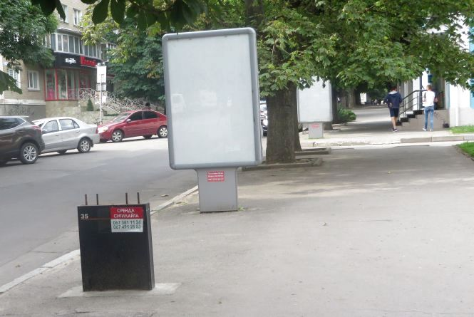 Змели, як сміття. Центральні вулиці Хмельницького розчистили від реклами