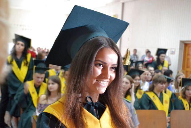 Без військової форми, але з дипломами. В прикордонній академії пройшов випуск студентів
