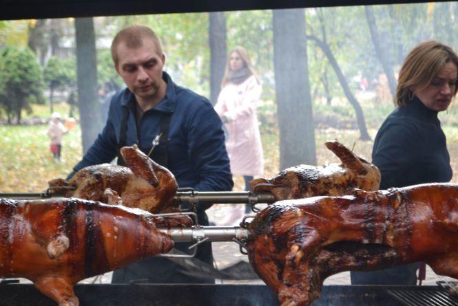 Чим і за скільки частували хмельничан на фестивалі вуличної їжі