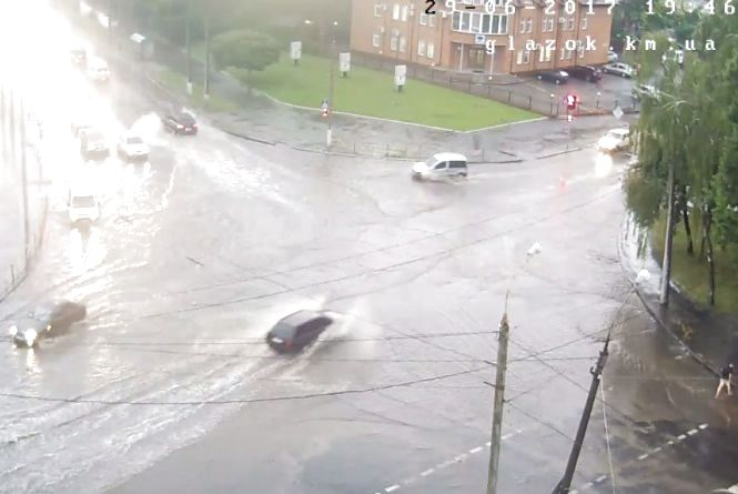 Через дощ знову затопило Зарічанську