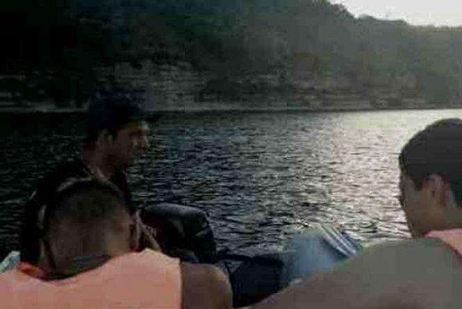 На Дністрі ледь не потонули двоє рибалок