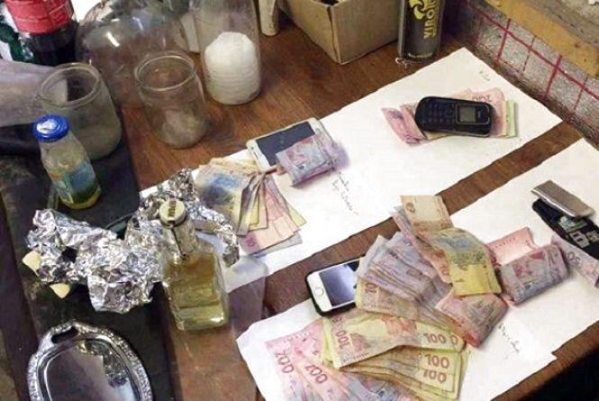 За виготовлення і продаж наркотиків жителям Старокостянтинова загрожує до 12 років тюрми