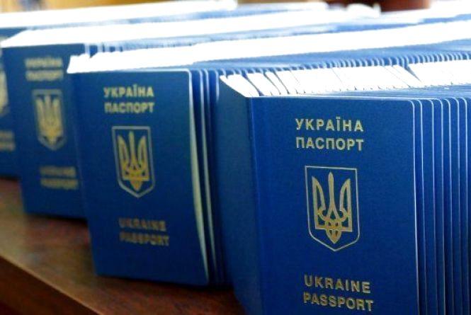 Уряд змінив процедуру видачі паспорта неповнолітнім