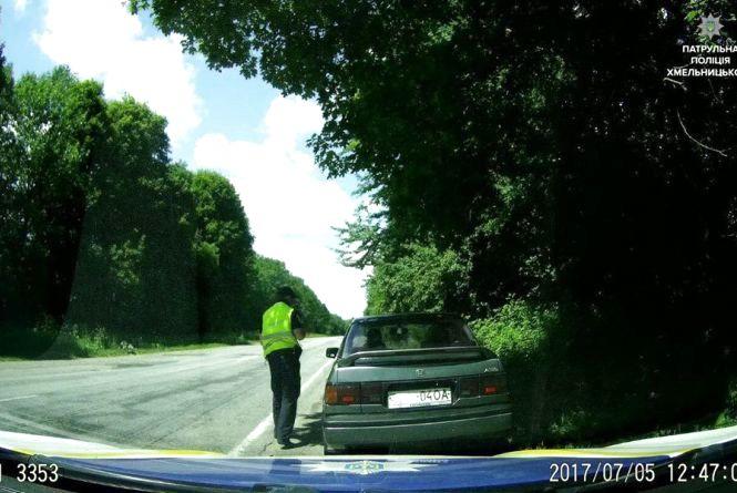 Дорожні поліцейські затримали на трасі автомобіль, який був у розшуку