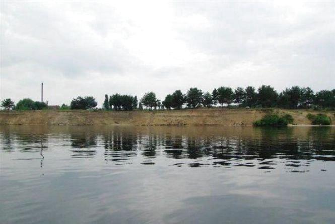 На Хмельниччині в ставку знайшли тіло чоловіка
