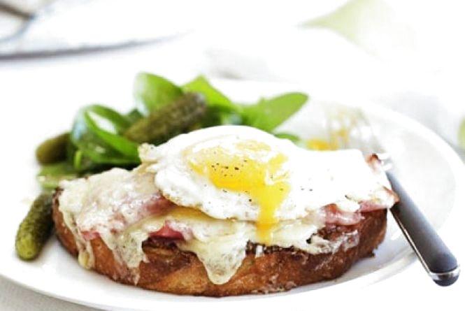 """Сніданок за 5 хвилин: як приготувати бутерброд """"Крок-мадам"""""""