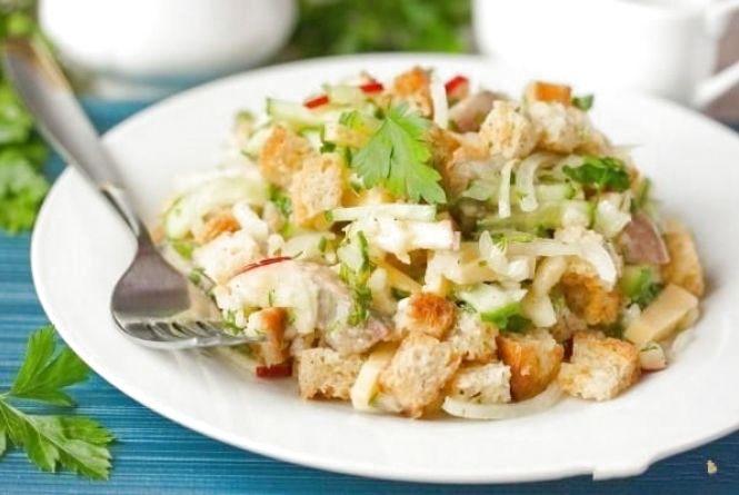 Сніданок за 5 хвилин: як приготувати салат з сухариками