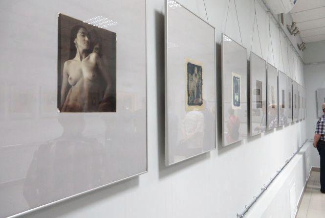 Виставка в стилі ню: у  Хмельницькому показали оголених жінок