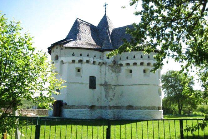 """""""Незнана Хмельниччина"""". Стародавні церкви і руїни Сутковецької фортеці"""