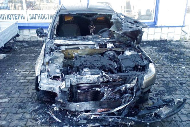 """Через підпал у Шепетівці згорів автомобіль """"Opel"""""""