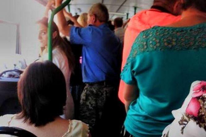 Як хмельничани зранку добираються на роботу в громадському транспорті