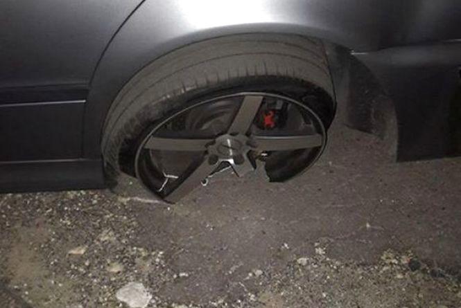 ДТП на Купріна: уламки від іномарки травмували  пішохода