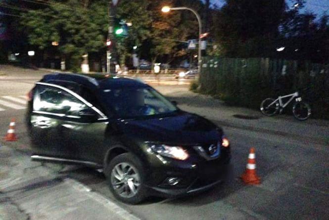 На Бандери «Nissan» збив велосипедиста