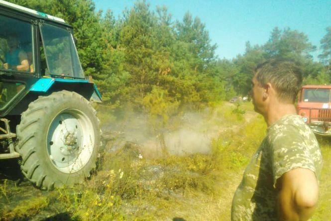 При +33 на Хмельниччині горить сміття і суха трава