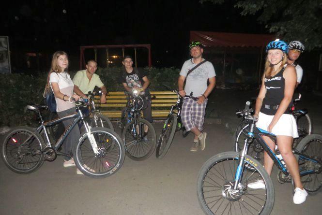 Вогні Хмельницького: велосипедисти засвітились на нічному велозаїзді